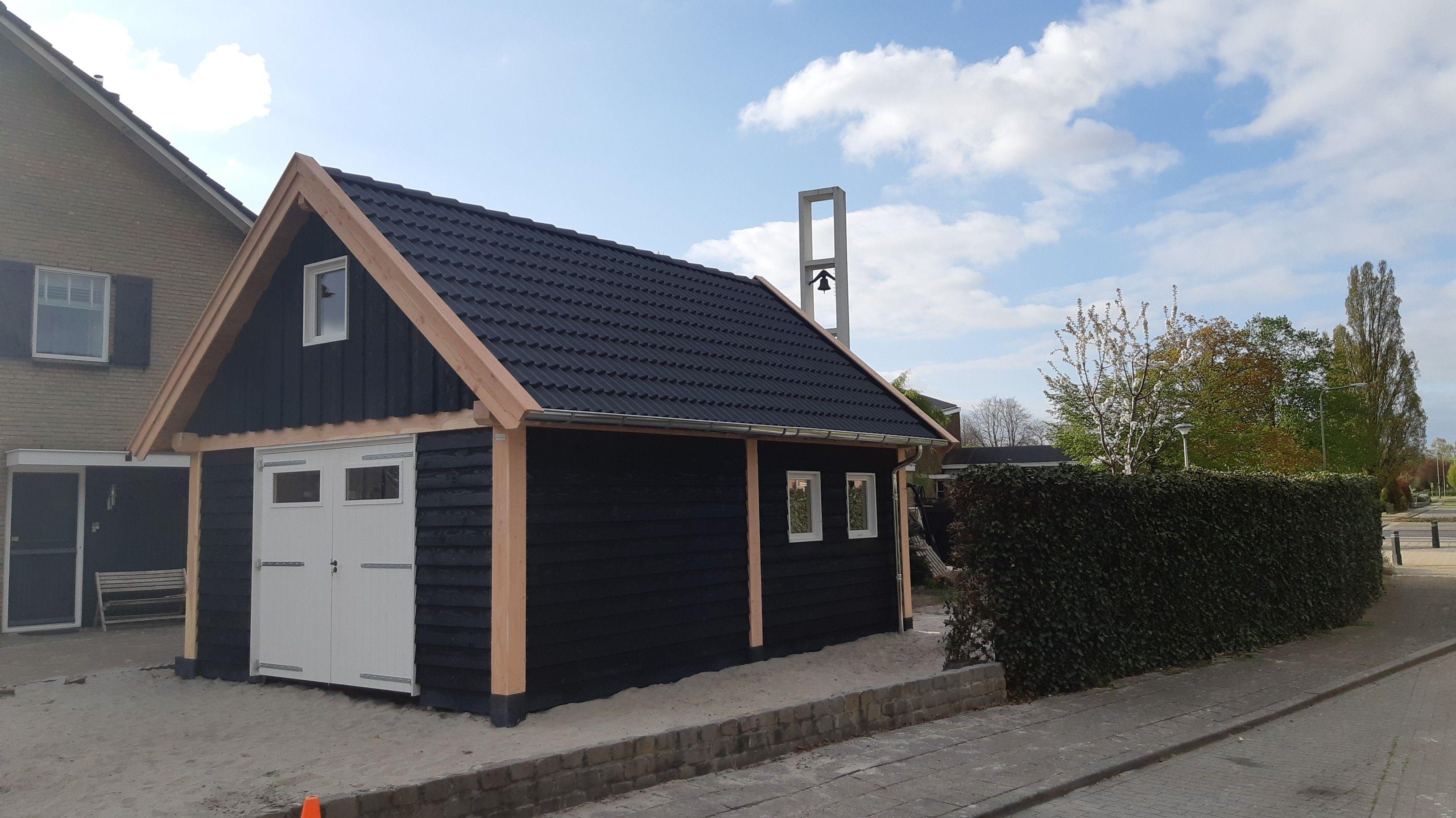 Douglas Schuur Met Garage en Berging Zaltbommel 584